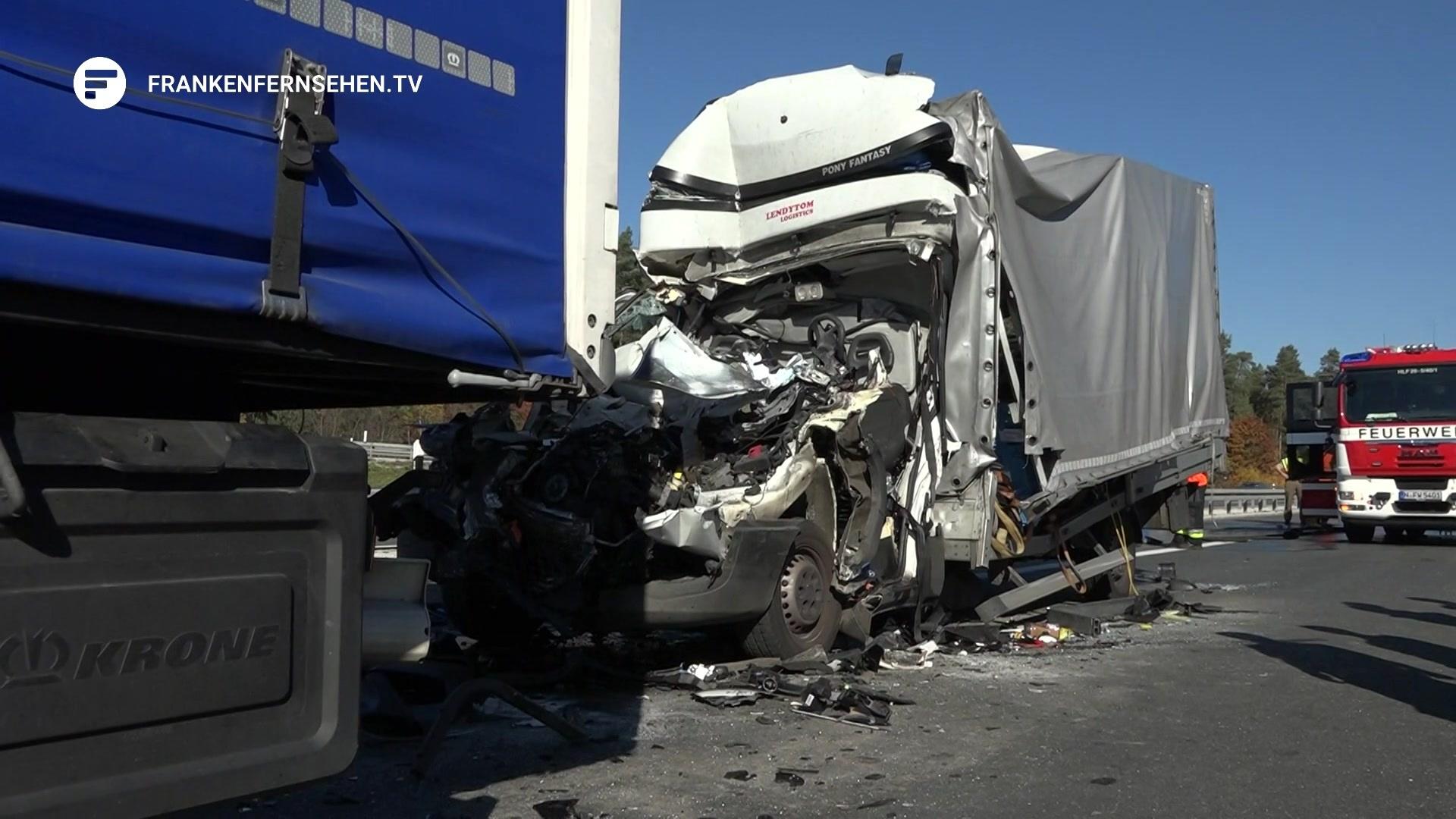 Tödlicher Unfall auf der A6 – Kleintransporter knallt auf LKW ...